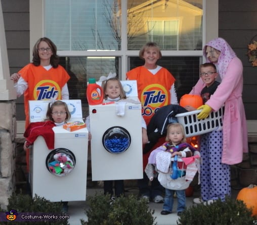 the_laundry_crew  sc 1 st  JaMonkey & 40 of the Best Family Costumes Ideas for Halloween | JaMonkey