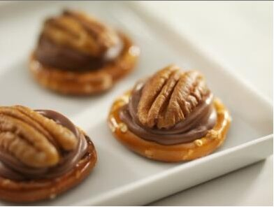 Easy Pretzel Turtles