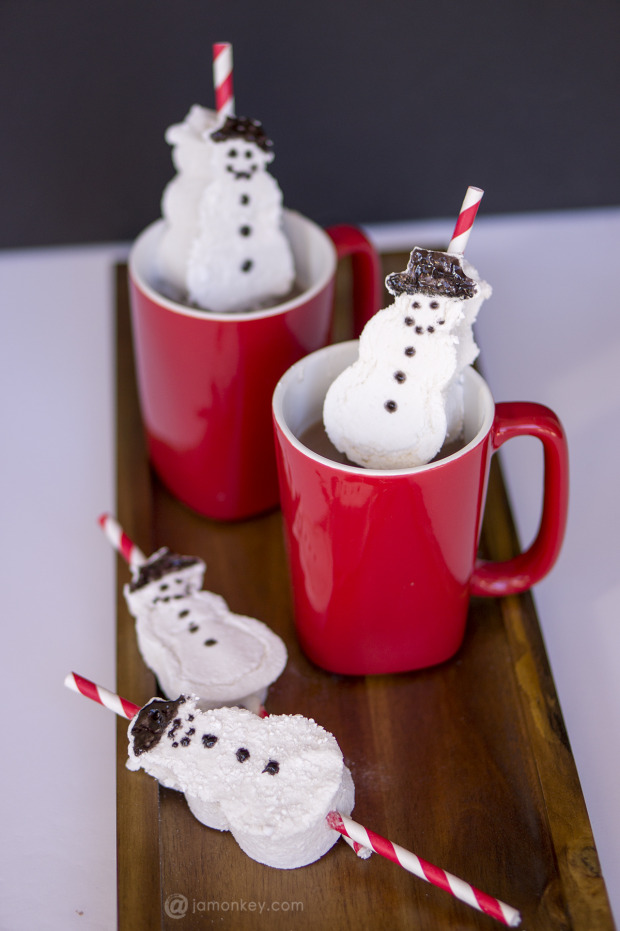 Homemade Snowman Marshmallow Straws