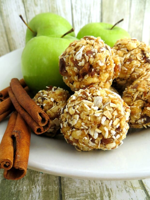 Apple Cinnamon Energy Bites
