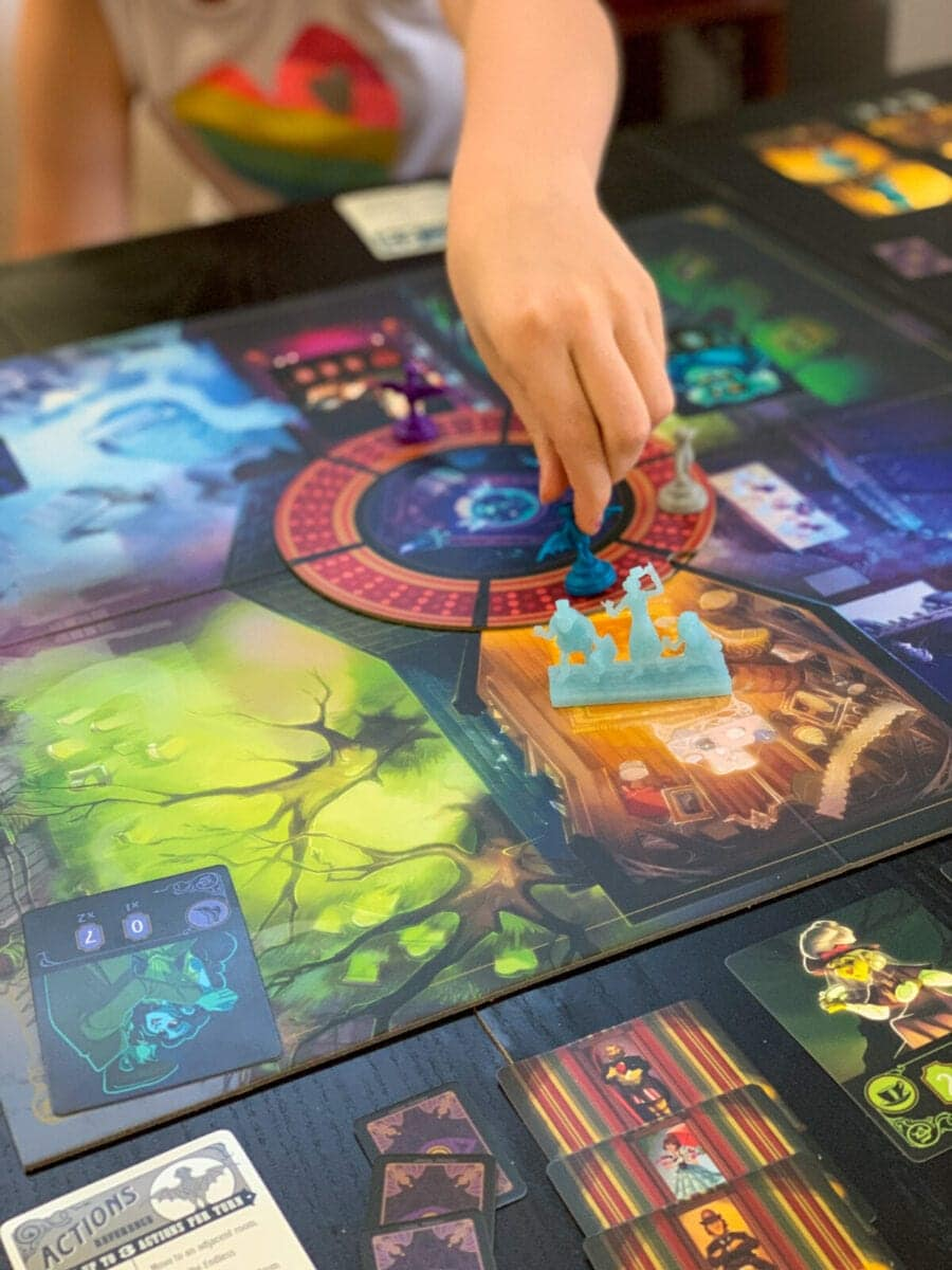 Disney HauntedMansion Call of the Spirits Game Hitchhiking Ghosts